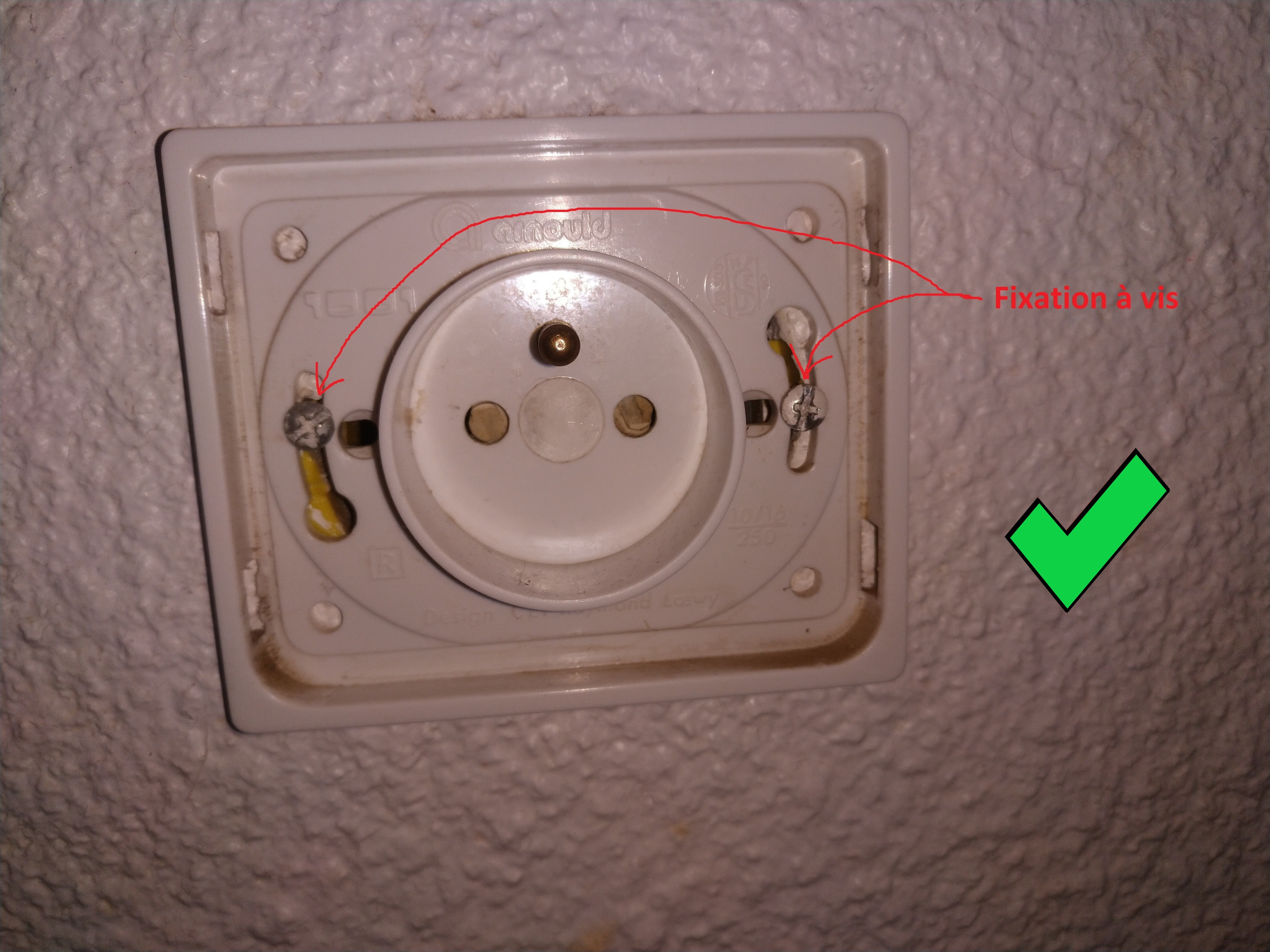 Boite Cache Prise Electrique j'évite l'utilisation des prises à fixation à griffe - aee